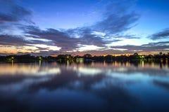Flussufer in Thailand Stockbild