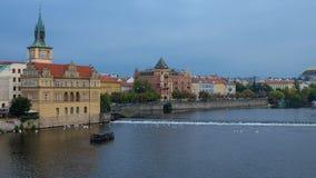 Flussufer von der Moldau, Prag, Tschechische Republik Stockfotos