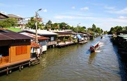 Flussufer Wohn in Thailand Stockbilder