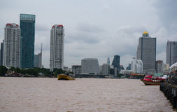 Flussuferansicht von Asiatique der Flussufer, Bangkok, Thailand lizenzfreies stockbild