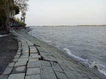 Flussuferband stockfoto