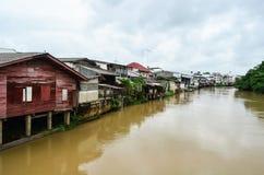 Flussufereinheimischwohnsitze Stockfotografie