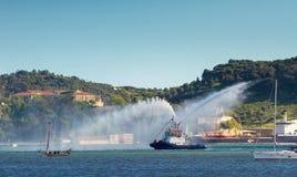 Flussuferfeuerwehrmannboot Stockbild