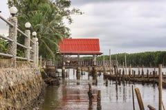 Flussuferhäuschen Stockbilder