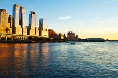 Flussufernachbarschaft in New York City Stockfoto