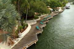 Flussuferpromenade entlang Fort Lauderales neuem Fluss Stockbilder