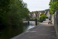 Flussuferweg bei Bakewell, Höchstbezirk Lizenzfreie Stockfotografie