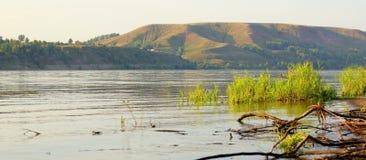 Flussuferwellen Lizenzfreie Stockfotografie