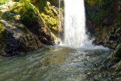 Flusswasserfalllandschaft lizenzfreie stockfotografie