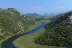 Fluss und Berge Stockfotografie
