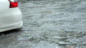 Flut auf Straße stock video footage