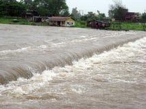 Flut im indischen Dorf Stockbild