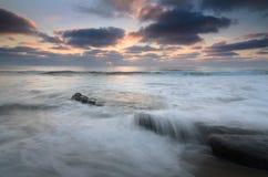 Fluten bei Windansea stockfotografie