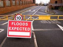Fluten erwartet - Straße geschlossen Stockbilder