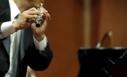 Flutist på konsert arkivfoto