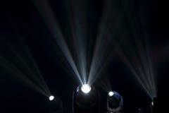 Flutlichter zum Belichten von Glühen in der Dunkelheit Lizenzfreies Stockfoto