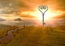 flutuação chave do coração 3D sobre a paisagem e o por do sol Fotos de Stock Royalty Free