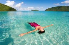 Flutuação da mulher Foto de Stock Royalty Free