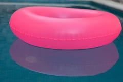 Flutuador cor-de-rosa em uma associação fotografia de stock