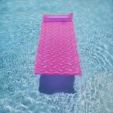 Flutuador cor-de-rosa na piscina. fotografia de stock royalty free