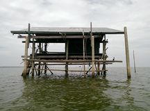Flutuador da casa na água foto de stock