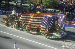 Flutuador de bandeira americana em Rose Bowl Parade, Pasadena, Califórnia Imagem de Stock Royalty Free