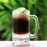 Flutuador de cerveja de raiz fotografia de stock