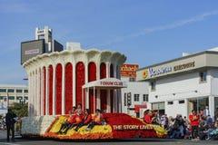 Flutuador do clube do fórum em Rose Parade famosa Foto de Stock Royalty Free