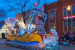 Flutuador do festival do pêssego de Penticton em Santa Clause Parade anual fotografia de stock royalty free