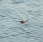 Flutuador para pescar na água imagens de stock