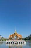 Flutuador pavilian tailandês na água Imagens de Stock