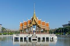 Flutuador pavilian tailandês na água Imagens de Stock Royalty Free