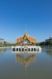 Flutuador tailandês do pavilhão na água Fotografia de Stock Royalty Free