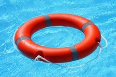Flutuador vermelho do anel da associação do boia salva-vidas fotos de stock