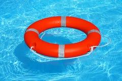 Flutuador vermelho do anel da associação do boia salva-vidas imagem de stock