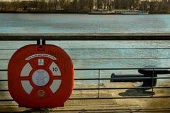 Flutuador vermelho no banco do rio no Bordéus Fotografia de Stock