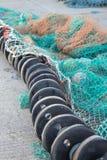 Flutuadores e redes no cais em Whitby Fotografia de Stock Royalty Free