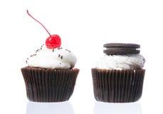 Fluweel cupcakes isolate Royalty-vrije Stock Foto's
