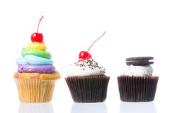 Fluweel cupcakes isolate Stock Fotografie