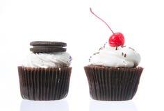 Fluweel cupcakes isolate Royalty-vrije Stock Foto