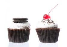 Fluweel cupcakes isolate Stock Foto