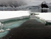 Flux rapide de glace photographie stock
