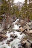 Flux rocheux de fleuve Image stock