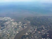 Fluxo da boca de rio ao Golfo da Tailândia foto de stock royalty free