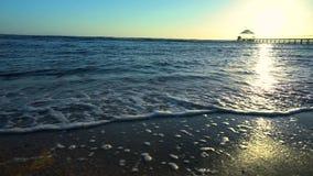 Fluxo das marés no por do sol video estoque