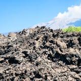 Fluxo de lava endurecido após a erupção de Etna do vulcão fotos de stock
