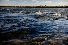 Fluxo do fim da água acima imagens de stock royalty free