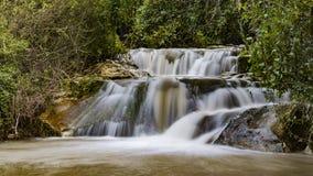 Fluxo do inverno na cachoeira de Hashofet imagens de stock