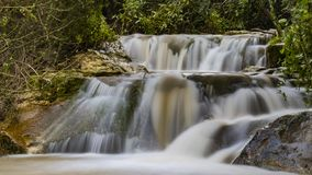 Fluxo do inverno na cachoeira de Hashofet fotos de stock royalty free