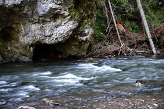 Fluxo do rio em Slovensky Raj fotografia de stock